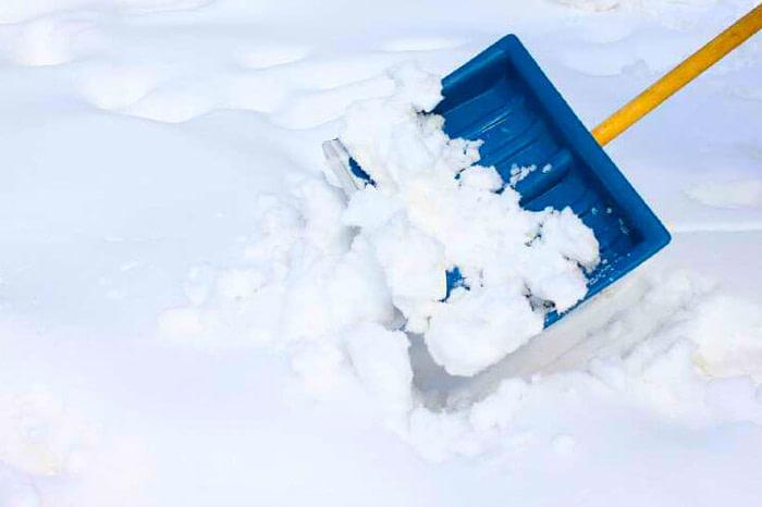 snow-shovel-768x484